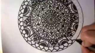 Ζωγραφίζοντας mandala (drawing a mandala)