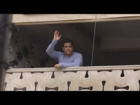 Salman Khan Celebrates Eid With Fans From His House at Mumbai