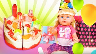 L'anniversaire de Mia Baby Born Sister. La baguette magique. Vidéos drôles avec les princesses.