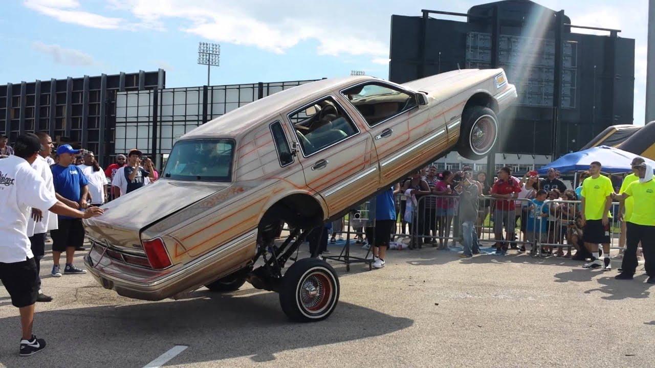 Lincoln Town Car Lowrider Hopping @ Jokerz 4th Annual Car Show Grand ...