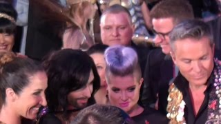 Baixar ☼ Conchita Wurst  & Kelly Osbourne | Red Carpet @ Life Ball Vienna