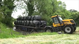 JCB Fastrac 3220 carting silage