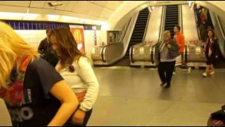 WWR = taniec w metro   Londyn2012