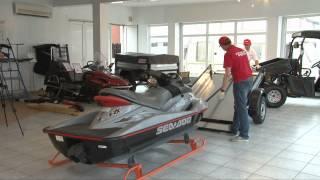 Салазки для гидроцикла.(Перевозка гидроциклов и лодок на курганских прицепах. Демонстрация погрузки гидроцикла в прицеп