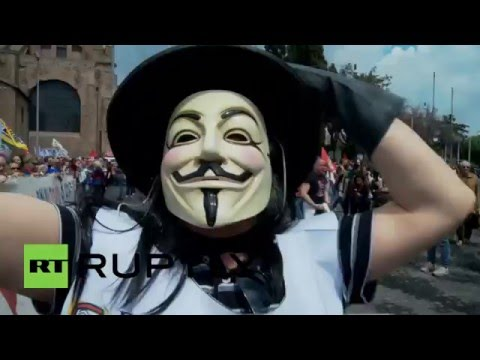 Italy: 'People before profits!' Thousands decry TTIP in Rome