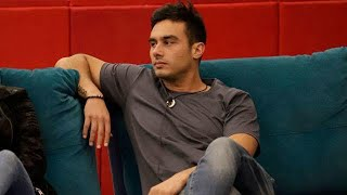 GF Vip, Nicola cacciato dal letto: la furia dei fan dopo il gesto di Alex Belli e Soleil