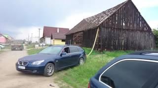 burzenie stodoły za pomocą BMW