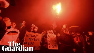Poland: scuffles erupt as thousands protest against abortion ban