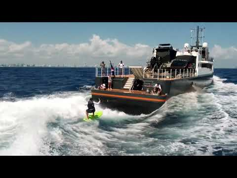 Wakeboard rental - Wakeboarding fun with GENE CHASER Yacht Support