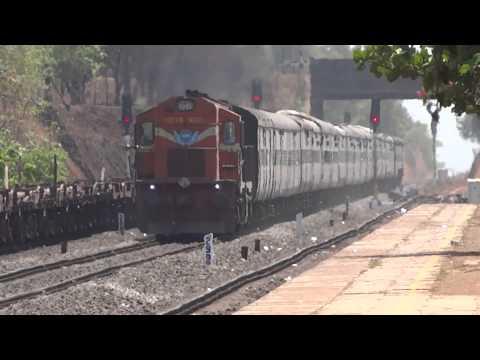 Konkan Railway : 22907 Madgaon-Hapa Superfast Express Skipping Nandgaon Road!!