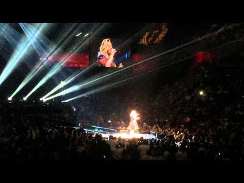 Kelly Clarkson sings