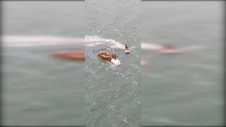 Rescatados siete niños que estaban a la deriva en un velero