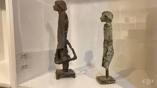 Смотреть видео Выставка Льва Сморгона в музеи городской скульптуры в Санкт-Петербурге онлайн