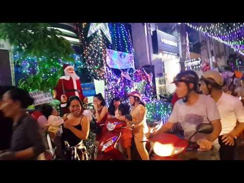 Chợ đêm Noel Tân Phú, Saigon, Dec,19,2016