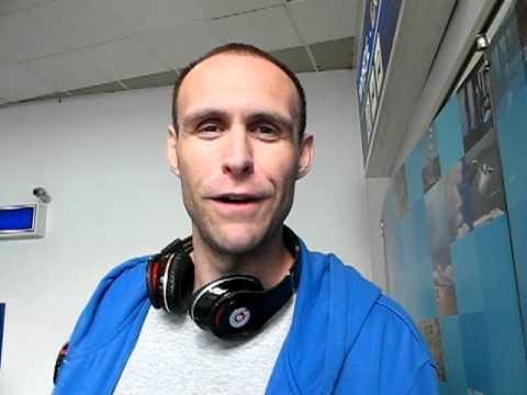 Chris Burgess na lotnisku w Rębiechowie