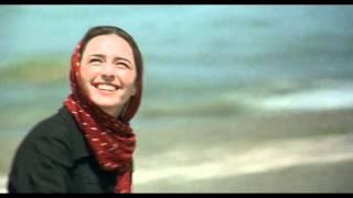 darbareye elly - flying a kite scene
