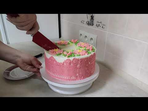 Как ведёт себя кружево на кремовом торте.