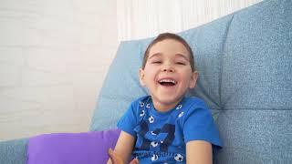 Эрик уменьшил Глеба. Малыш хочет вырасти и стать выше.