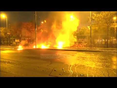Athinë, anarkistët djegin edhe flamurin e tyre (Pa koment)  - Top Channel Albania - News - Lajme