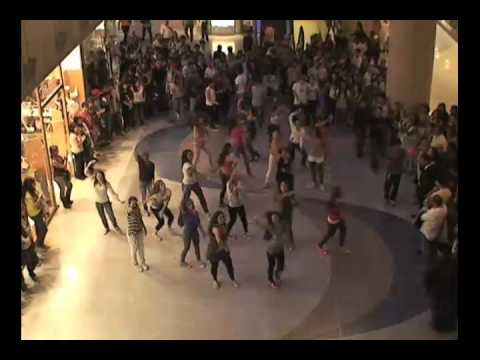 Flashmobinter colegio bol var y garibaldi youtube for Colegio bolivar y freud
