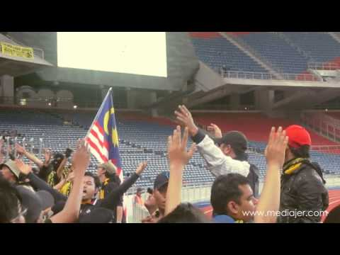 Ultras Malaya feat Joe Flizzow, Carleed Khaza & Altimet  - Selamanya