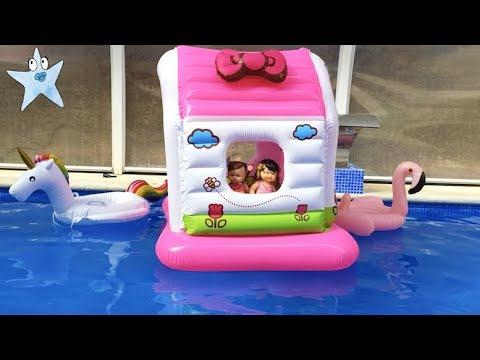 Ani y Ona CASITA FLOTANTE en la piscina montan un PARQUE ACUÁTICO