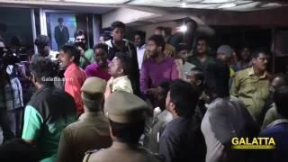 Fans gets Violent on Kabali FDFS at Kasi Theatre