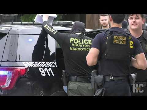 WATCH: Houston narcotics officers raid home in Magnolia Park