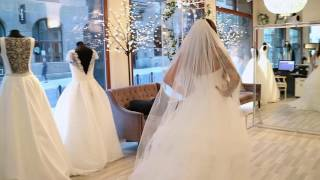 Trying out wedding dresses - Kristin Gjelsvik - Vlog