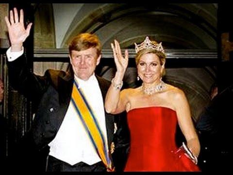 Koningspaar vertrekt na diner met Corps Diplomatique