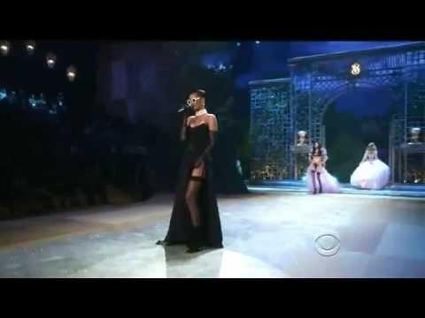 Rihanna - Diamonds- Ao Vivo no Victorias Secret Fashion Show 2012