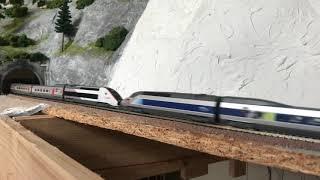 TGV Reseau und TGV POS Lyria in Doppeltraktion. Modellbahn Spur N. SNCF. TGV