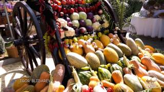 Uzbek fruit and vegetables. Bazaars in Uzbekistan. The gifts of the Uzbekistan nature.(Video: Uzbek fruit and vegetables. Melons, watermelons, grapes, lemons, nuts, tomatoes, cucumbers and others. You can find ANYTHING at Uzbekistan ..., 2014-04-15T08:00:39.000Z)