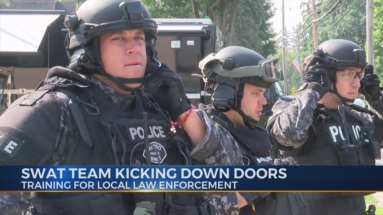 Swat Team Kicking Down Doors Youtube