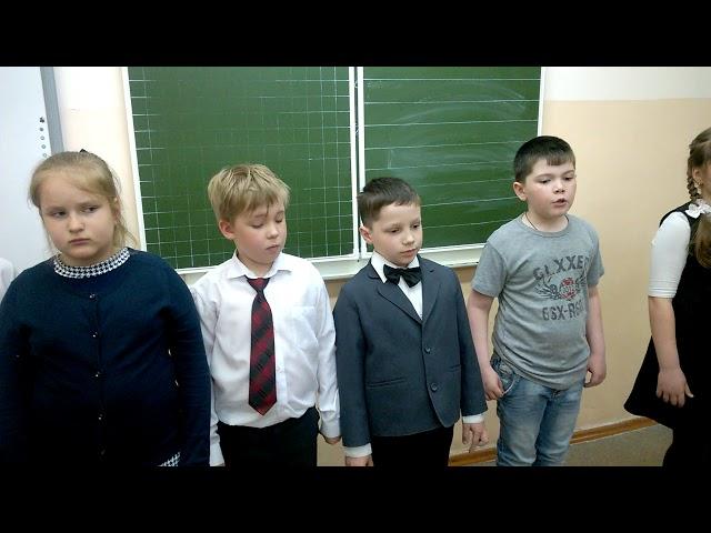 Изображение предпросмотра прочтения – «Группа учеников» читает произведение «Ты помнишь, Алёша, дороги Смоленщины» К.М.Симонова