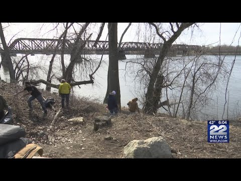 Volunteers Cleanup Along Connecticut River In Springfield00 P.m.