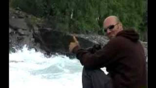 Big-Push wave Riversurfing (Skamsar rapid, Norway 2007, low res version)