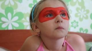 Леди БАГ. Как нарисовать маску леди баг  Как нарисовать рисунок на лице  Аквагрим(как нарисовать маску леди БАГ. Маленькой девочке легко быстро рисуют маску леди баг. Сестра рисует маску...., 2016-08-24T12:22:34.000Z)
