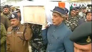 पुलवामा आतंकी हमला : गृह मंत्री राजनाथ सिंह ने शहीद को दिया कंधा