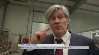 Les Mureaux : Stéphane Le Foll en visite à la première légumerie bio d'Ile-de-France