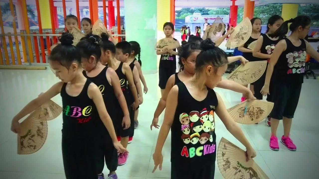 Funny Children Dancing