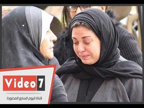 اليوم السابع :انهيار صابرين اثناء تلقيها عزاء والدها فى مسجد عمر مكرم