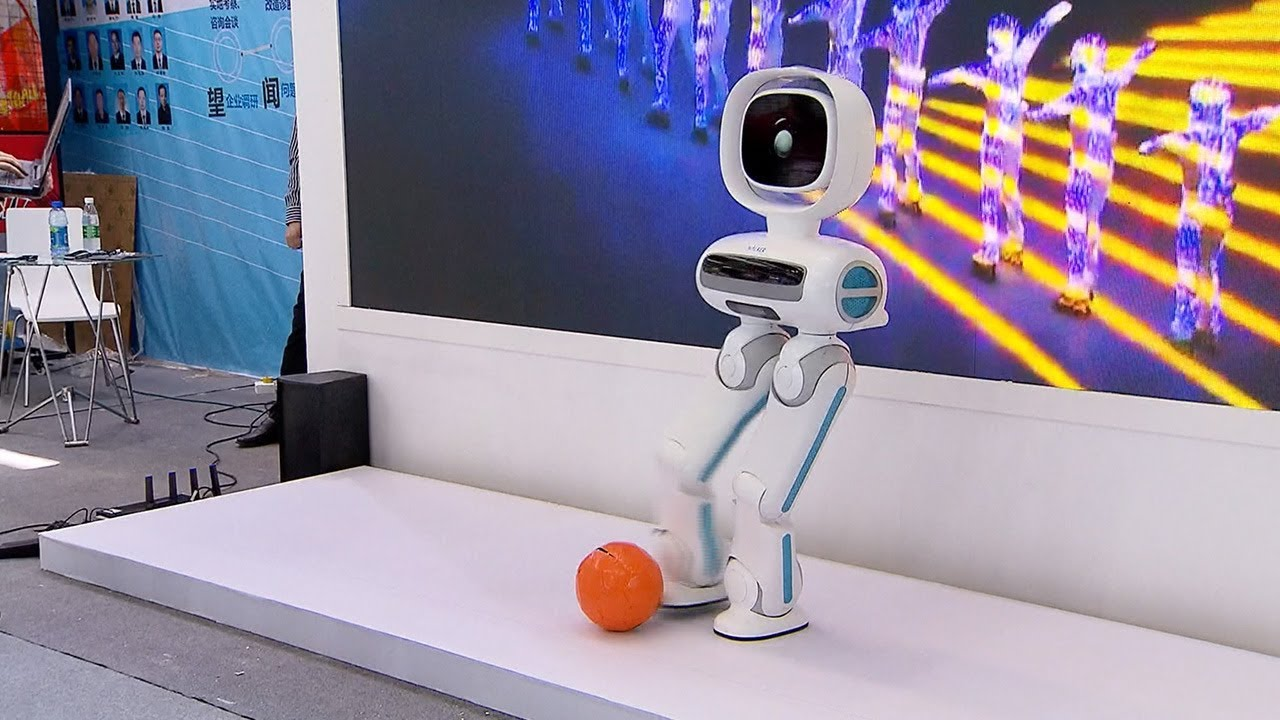 Robots and artificial intelligence are highlights of the China Information Technology Expo   apho2018