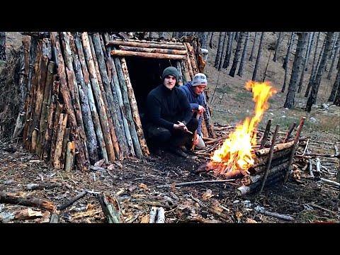 Primitive Survival Hut Winter Bushcraft Shelter Overnight