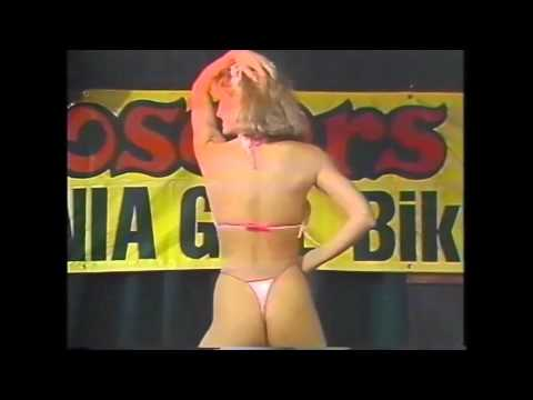 young girl flash tits