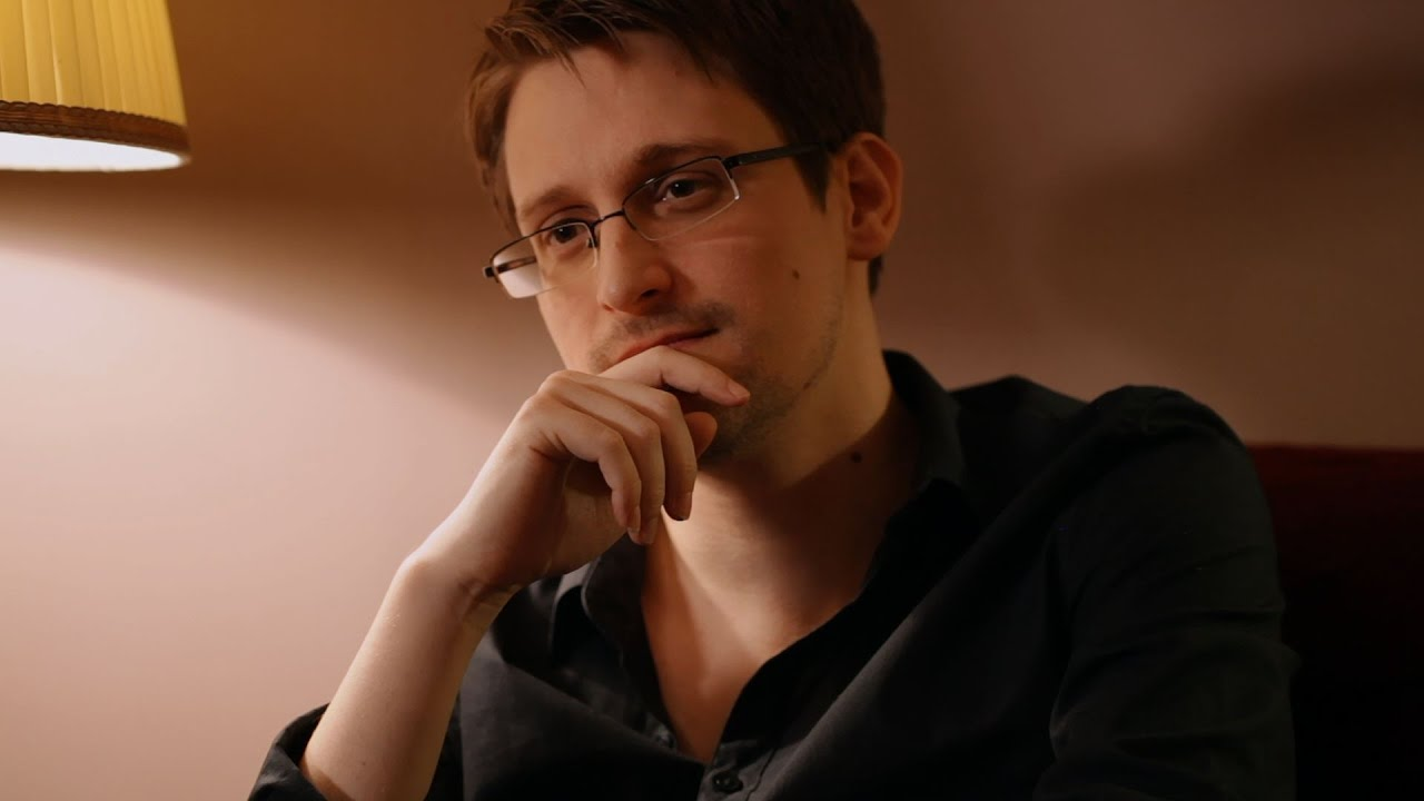 Edward Snowden (gambar dari: https://www.youtube.com/watch?v=KQ4UvlQE3-8)