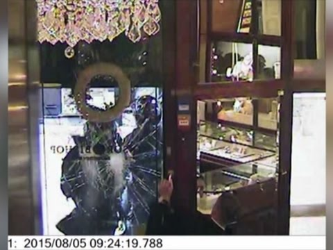 Raw: Dramatic Daylight Jewelry Robbery In UK