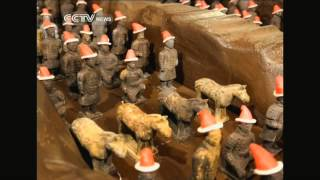 Bakers in Xi'an prepare chocolate warriors for Christmas