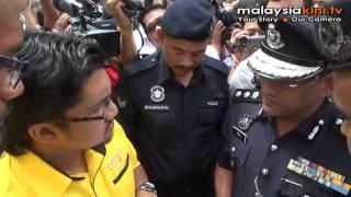 Kumpulan pro, anti-BERSIH bertembung di Bukit Aman