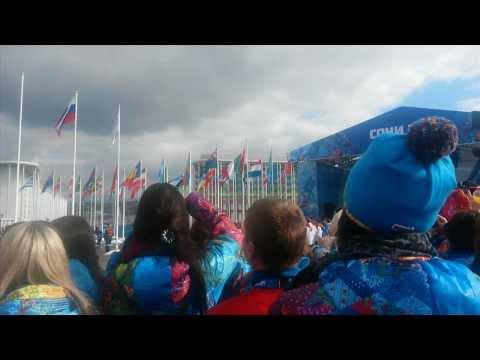 В Сочи подняли олимпийский флаг!